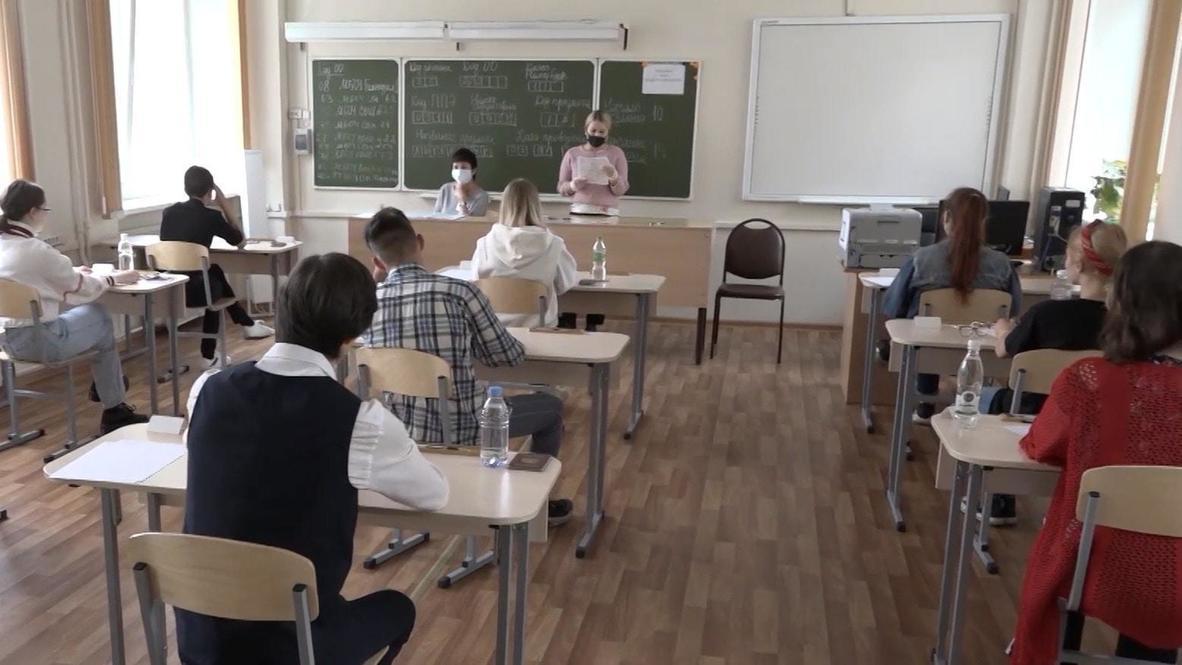Россия: Во Владивостоке школьники сдают ЕГЭ в условиях коронавирусных ограничений