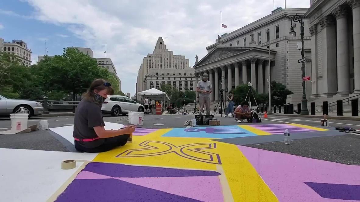 """США: Художники создали огромную надпись """"Black Lives Matter"""" в Нью-Йорке"""