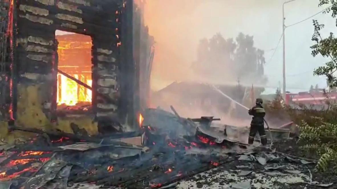 Россия: Деревянный храм постройки XIX века в Томской области сгорел от удара молнии
