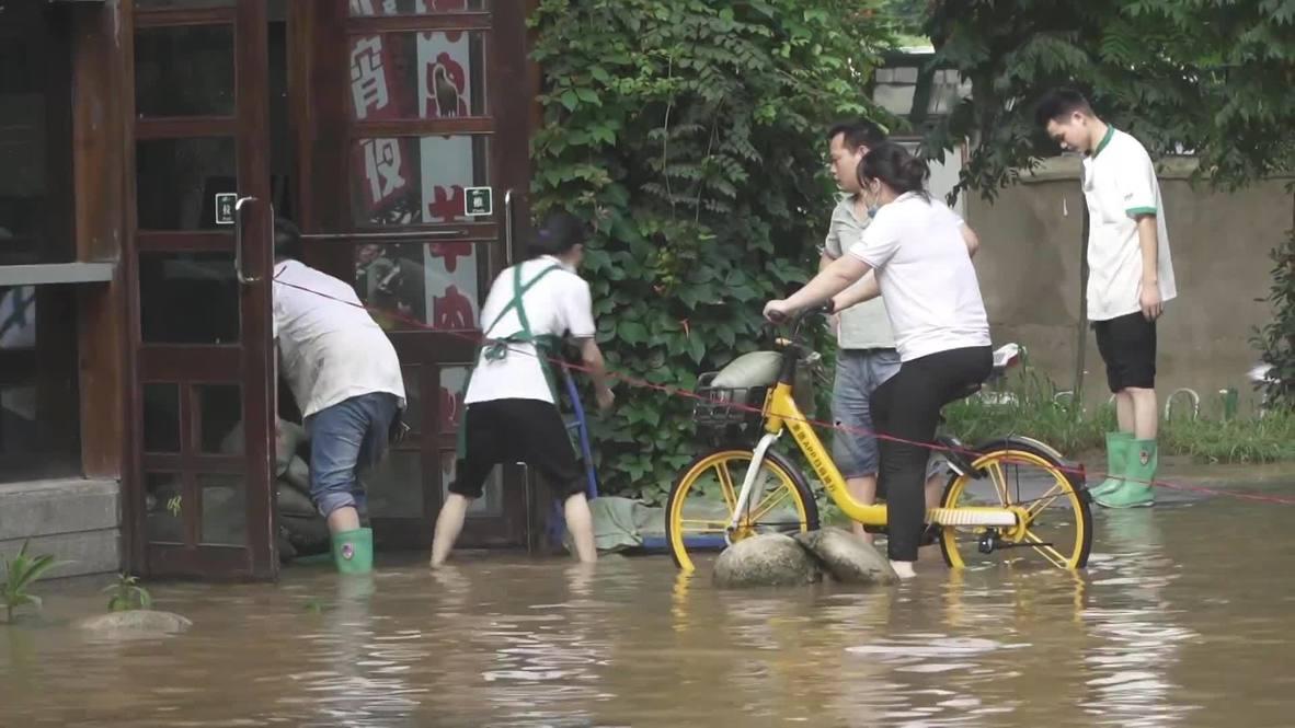 Китай: Ухань оказался во власти сильного наводнения