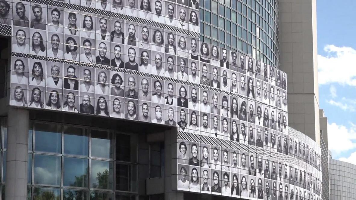 فرنسا: صور شخصية للكوادر الصحية على واجهة أوبرا الباستيل تكريما لعملهم في مواجهة كورونا