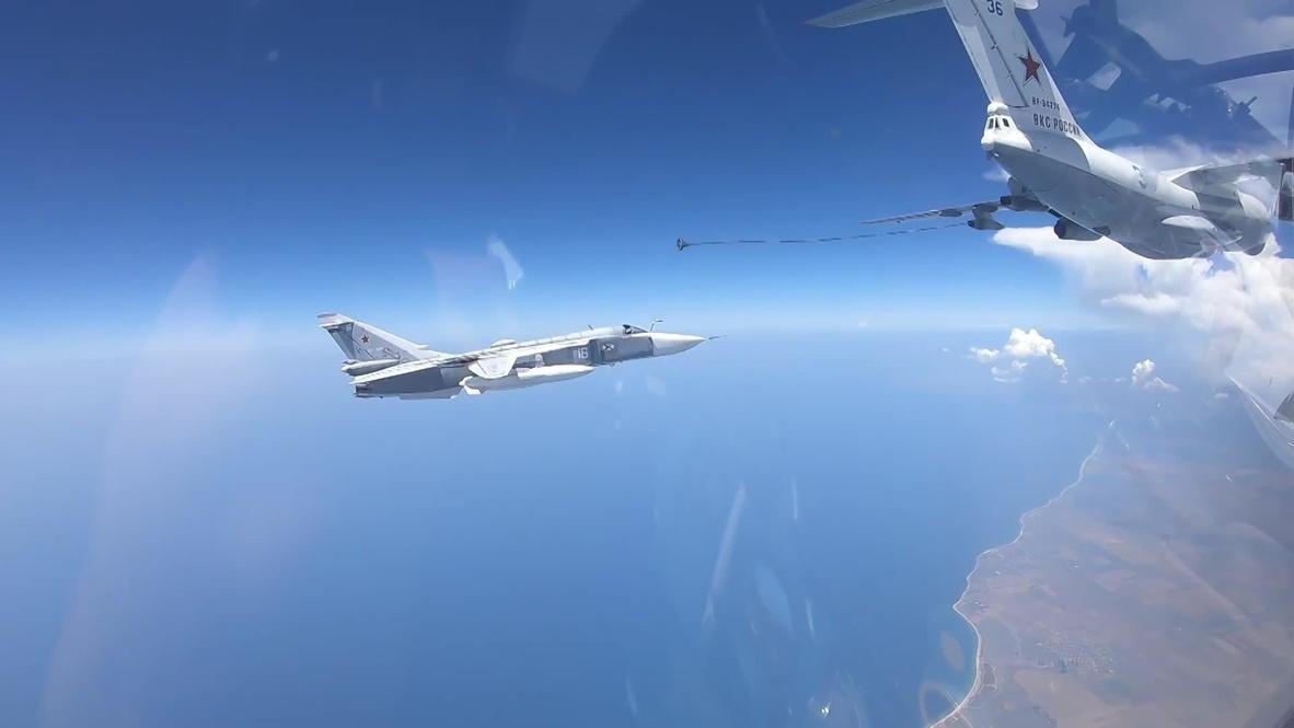 Россия: Экипажи Су-30СМ и Су-24М провели дозаправку в небе над Крымом