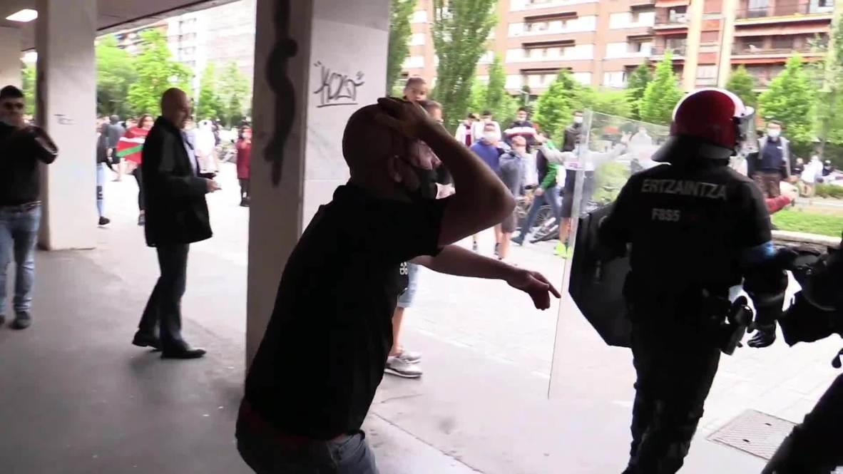 España: Policía usa la fuerza contra manifestantes contrarios a VOX en Vitoria-Gasteiz