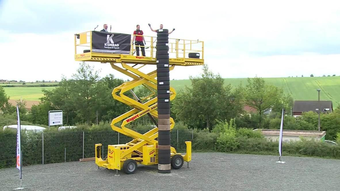 Equipo alemán bate el récord de la torre de neumáticos más alta durante evento benéfico en Gera