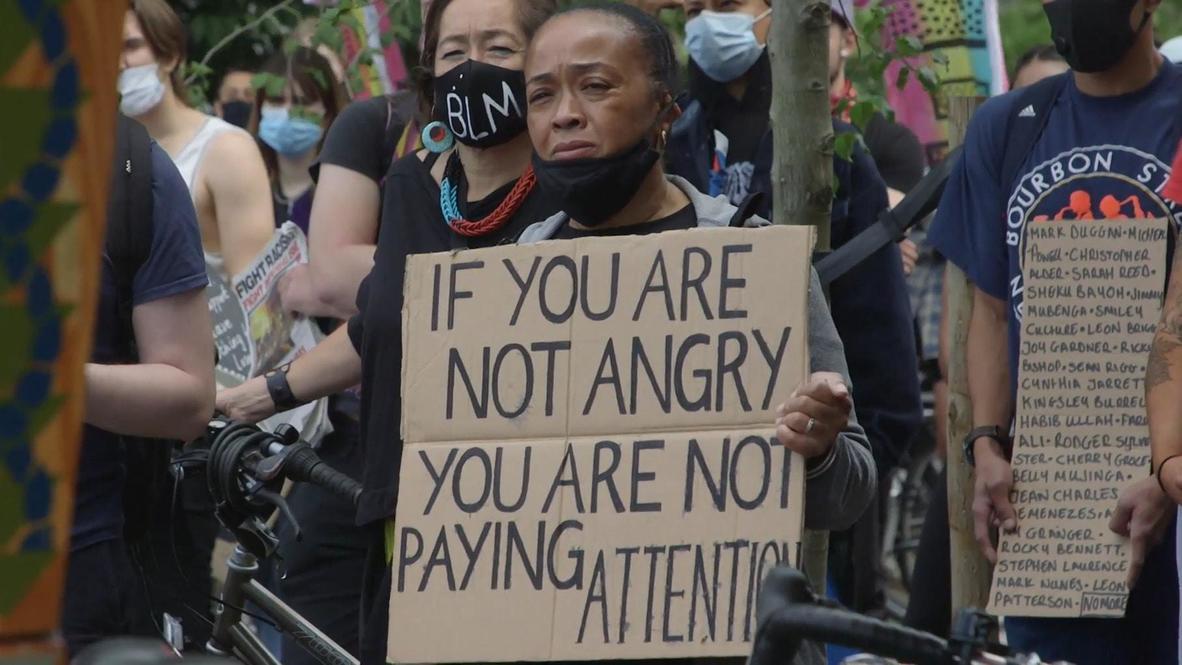 """Reino Unido: Activistas de """"Black Lives Matter"""" protestan frente a la  embajada de EE.UU. en Londres"""