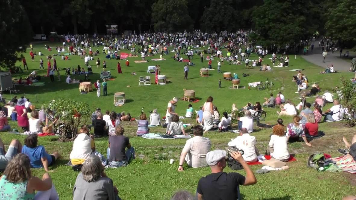 Germany: Hundreds decry coronavirus restrictions in Stuttgart