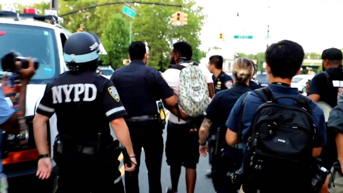 EE.UU.: Policía detiene a un manifestante de BLM tras los enfrentamientos en Nueva York