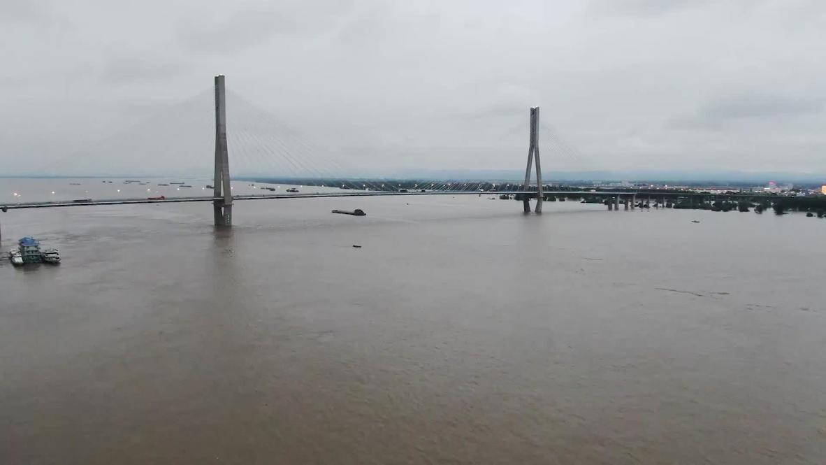 China: Miles de personas son evacuadas por las inundaciones tras el desborde del río Yangtsé en Anquing