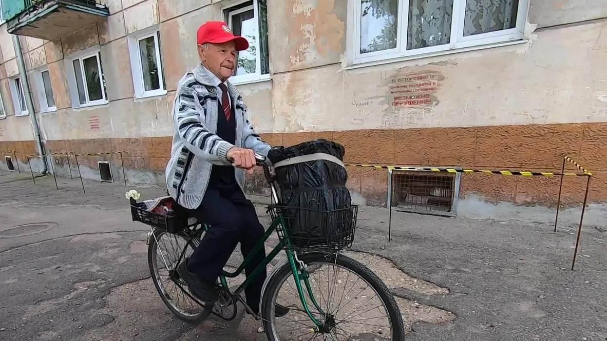 Жители Советска помогли найти пропавший аккордеон уличному музыканту Сан Санычу