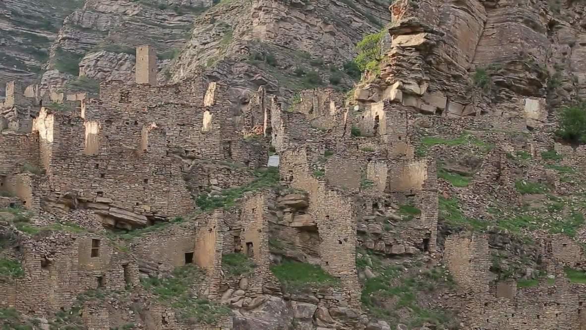 Горный призрак. Опустевший аул Кахиб на скалистой местности в Дагестане