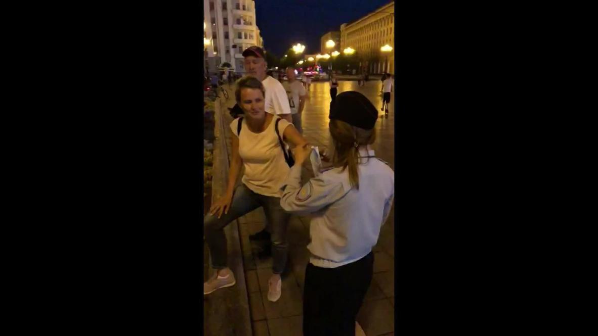 Rusia: Policía reparte mascarillas entre los manifestantes en Jabárovsk