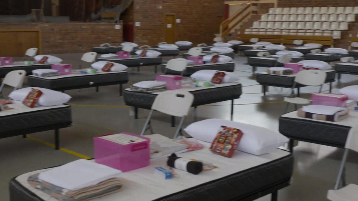 España: ONG Open Arms implementa hospital de campaña para trabajadores agrícolas
