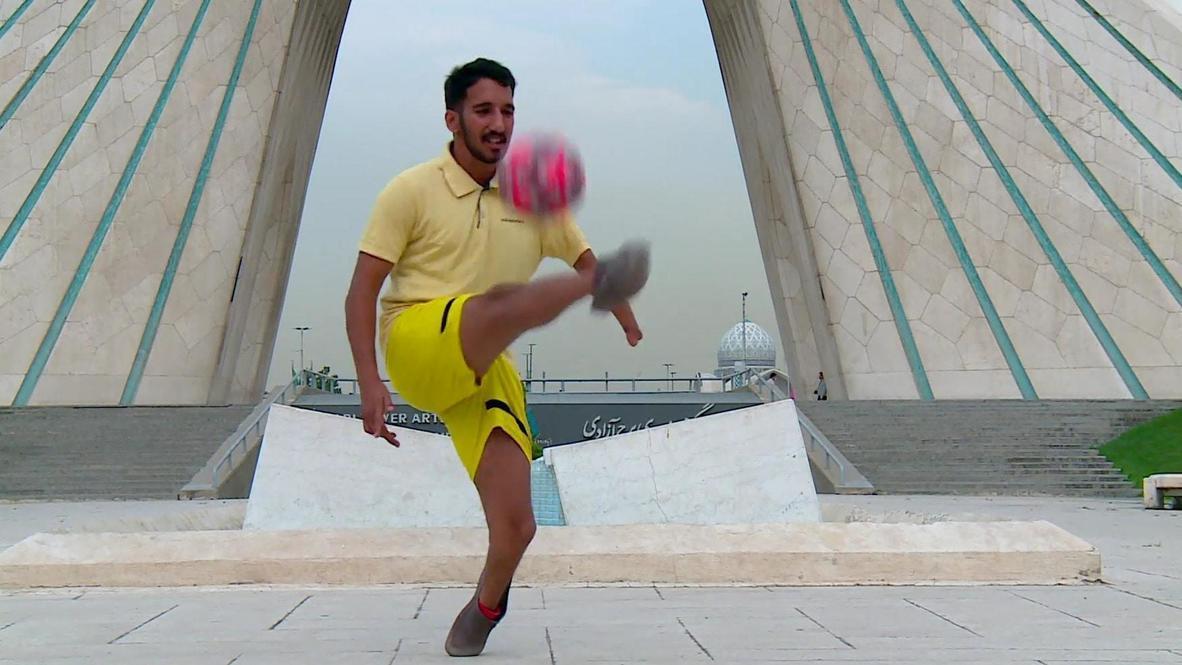 لاعب كرة قدم إيراني يستعرض مهاراته في الأسلوب الحر رغم إعاقته ويتطلع للمشاركة في الألعاب البارالمبية