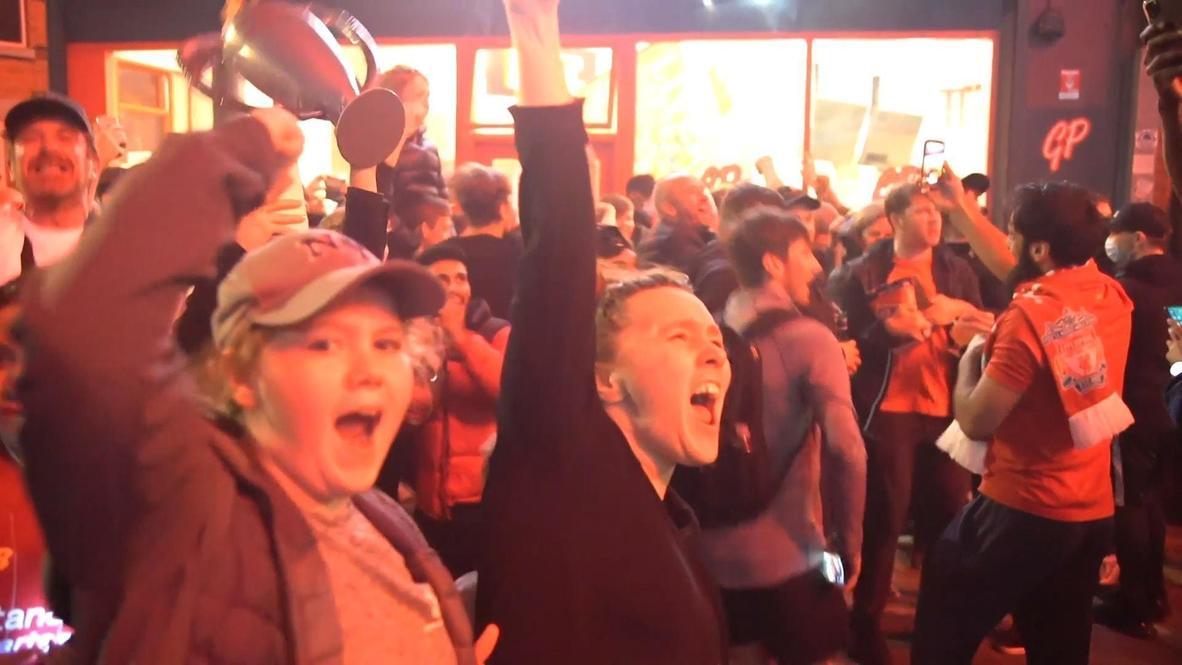 المملكة المتحدة: آلاف المشجعين يحتفلون بفوز ليفربول بكأس الدوري الإنجليزي الممتاز