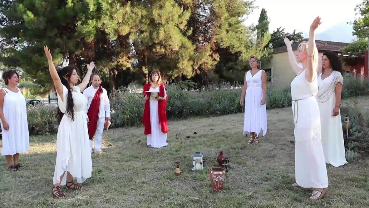 اليونان: إقامة مهرجان احتفالاً بالآلهة الإغريقية القديمة على جبل الأولمبيس المقدس