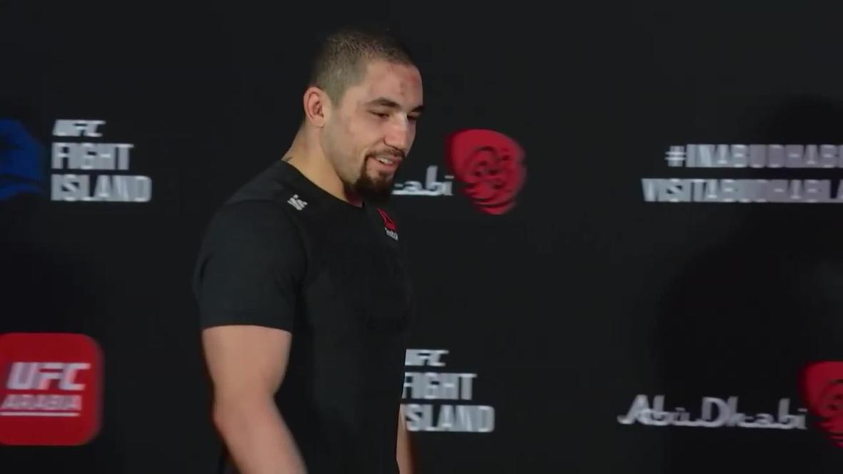 """الإمارات: """"كانت أشبه بمباراة للشطرنج"""" وايتيكر يلحلق الهزيمة بالمقاتل تيل في أكثر نزالاته """"المرهقة"""" في UFC"""