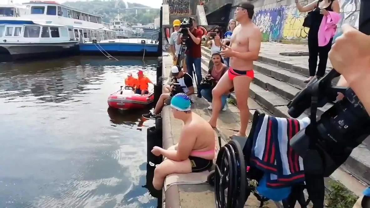Украина: 16-летний подросток без ног и руки переплыл Днепр и установил рекорд страны