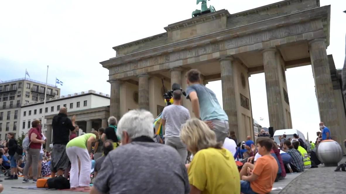Germany: Protesters rally against coronavirus measures at Berlin's Brandenburg Gate