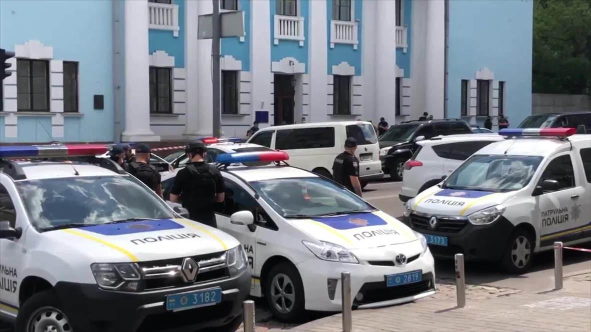 Украина: Мужчина захватил заложников в бизнес-центре в Киеве и угрожает взорвать бомбу