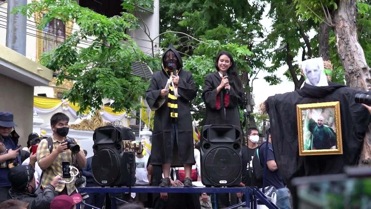Tailandia: Activistas realizan una manifestación temática de Harry Potter contra el Gobierno