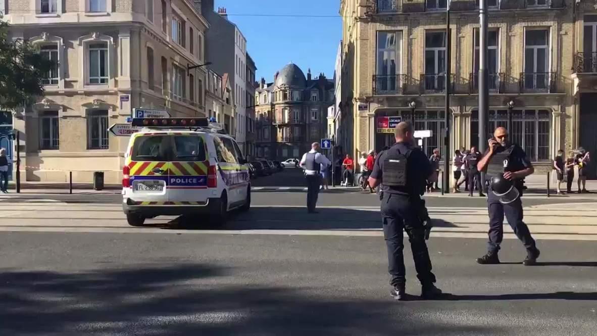 فرنسا: مسلح يحتجز رهائن في بنك في مدينة لو هافر