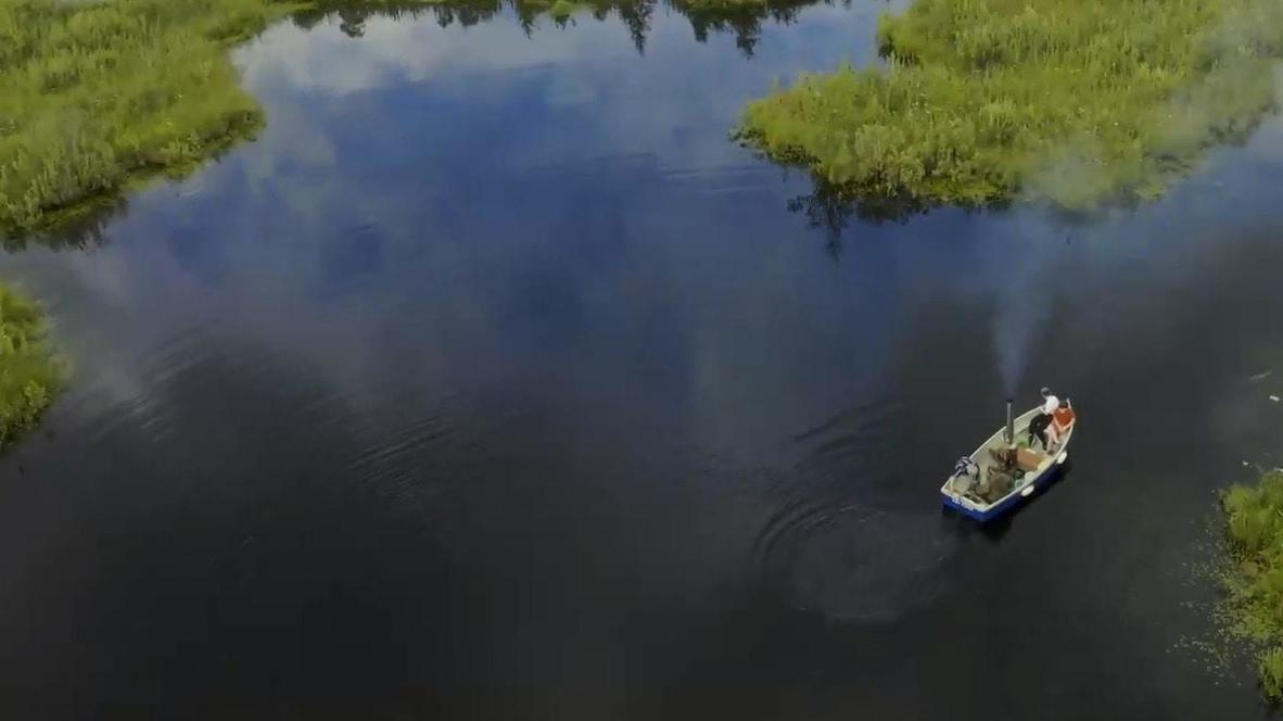 """""""С детства мечтал о пароходе"""". Энтузиаст построил катер с паровым двигателем у себя на даче под Петербургом"""