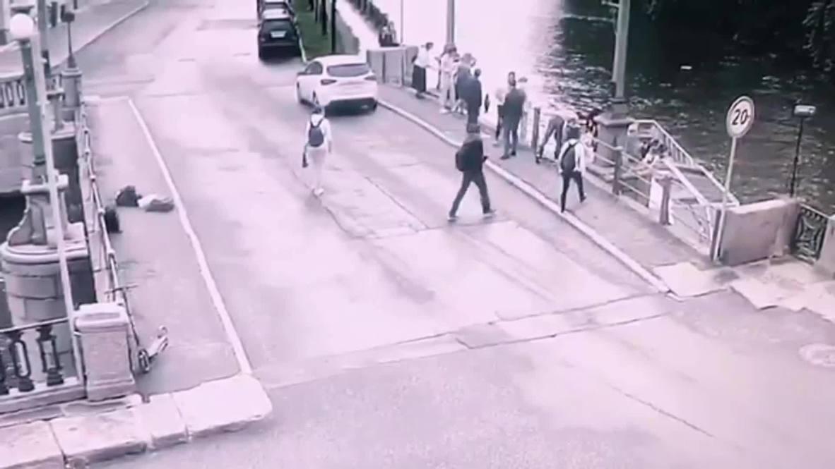 Россия: В Петербурге прохожие спасли тонущего мальчика из Крюкова канала
