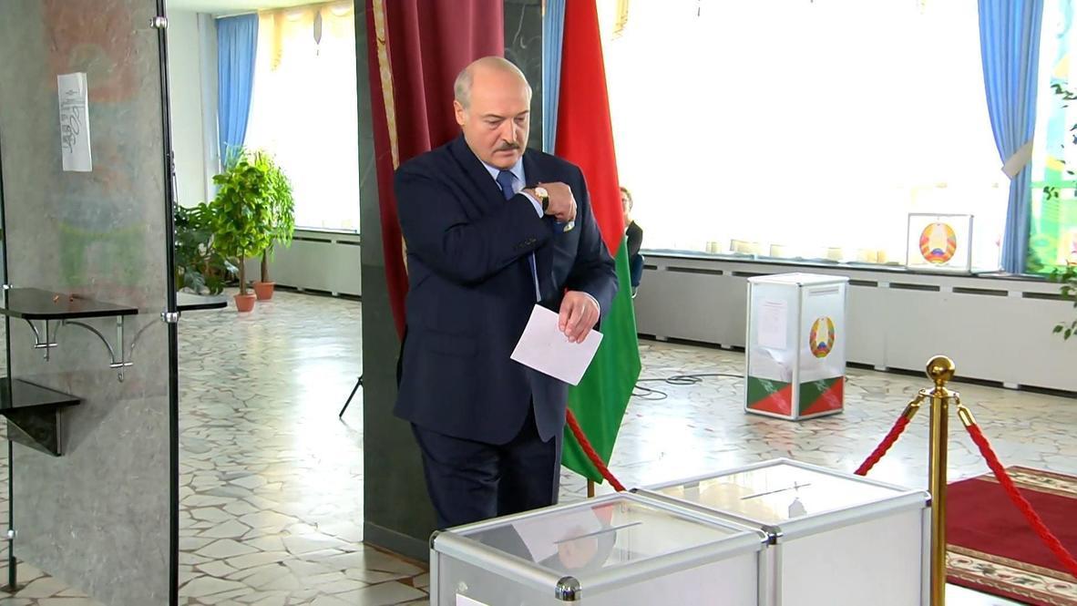 Belarus: Lukashenko casts vote in presidential elections
