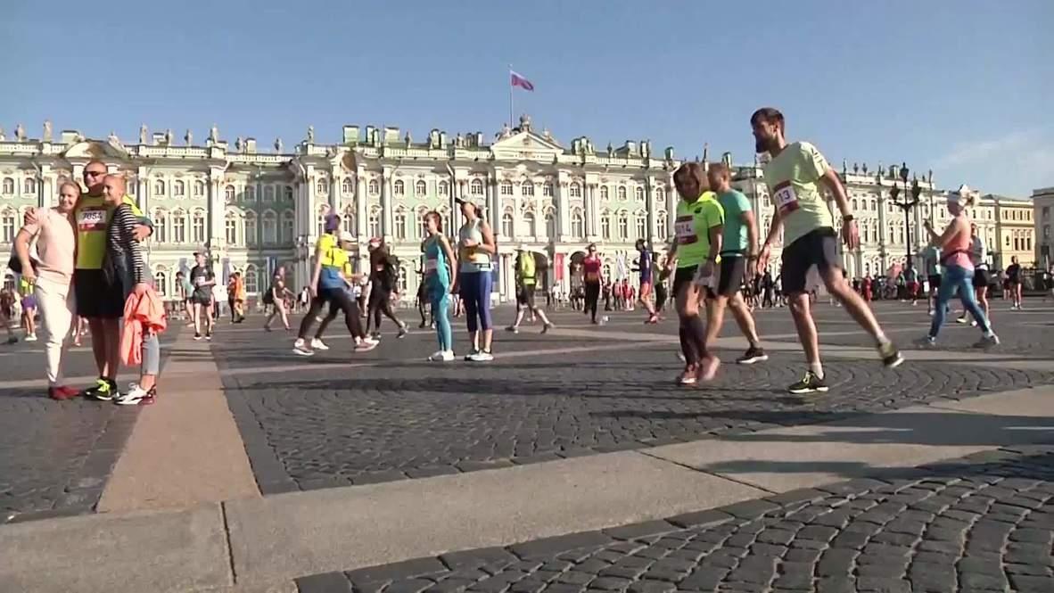 """روسيا: الماراثون الجزئي """"نورثن كابيتول"""" يبدأ بمشاركة خمسة آلاف عدّاء في سانت بطرسبرغ"""