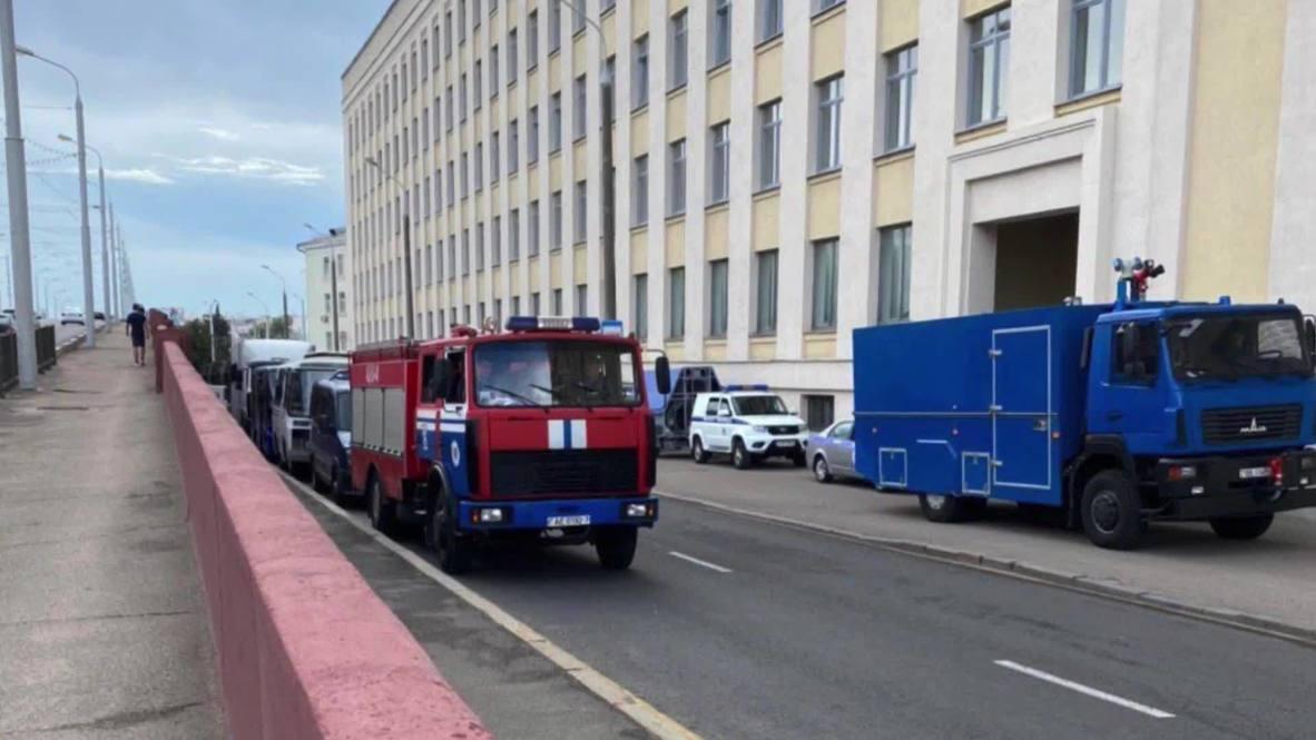 Белоруссия: Военная техника и полицейские машины на кадрах из Минска в день президентских выборов