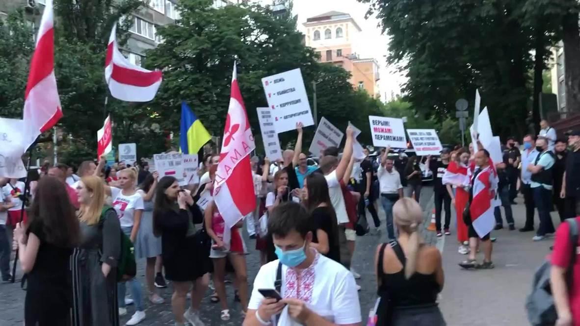 Украина: В Киеве задерживают протестующих возле посольства Белоруссии