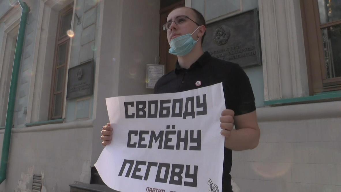 Россия: Пикеты в поддержку задержанных в Минске российских журналистов проходят в Москве