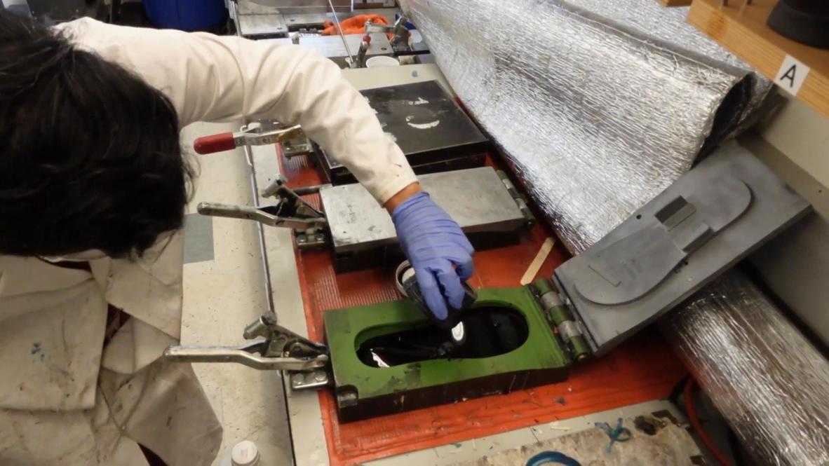 EE.UU.: Laboratorio de California presenta unas chanclas biodegradable hechas de algas
