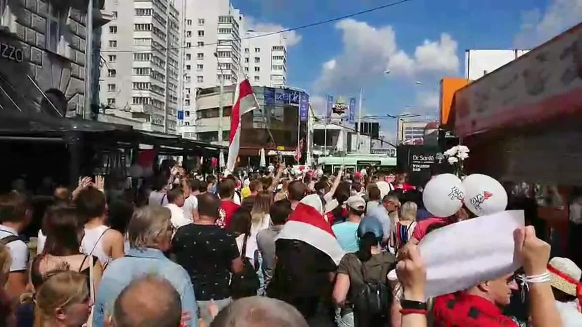 """Белоруссия: В Минске тысячи людей вышли на оппозиционную акцию """"За свободу"""""""