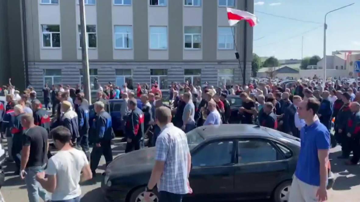 بيلاروس: عمال المصانع يشاركون في الاحتجاجات المناهضة للرئيس لوكاشينكو