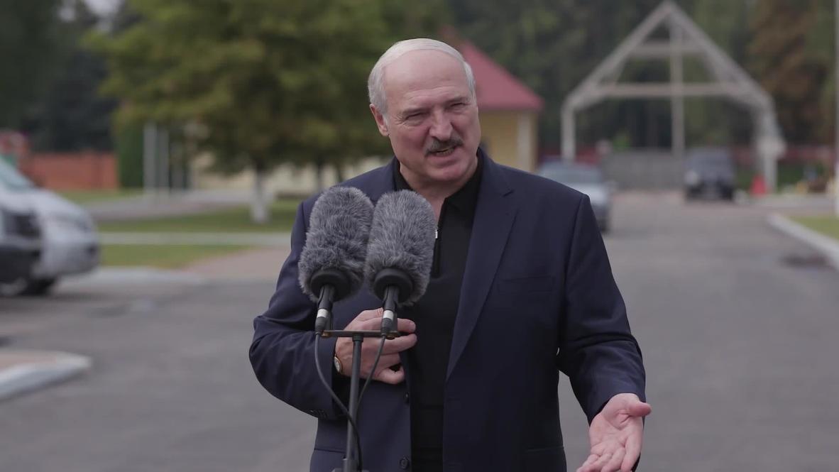 """Белоруссия: """"По ее просьбе"""" - Лукашенко рассказал, что помог вывезти Тихановскую в Литву"""
