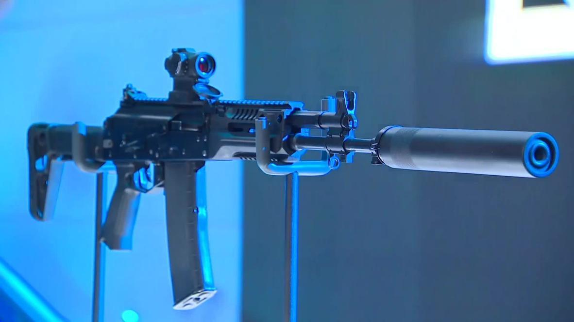 """Россия: Концерн """"Калашников"""" показал новый автомат АК-19 и первое в стране смарт-ружье MP-155 Ultima"""