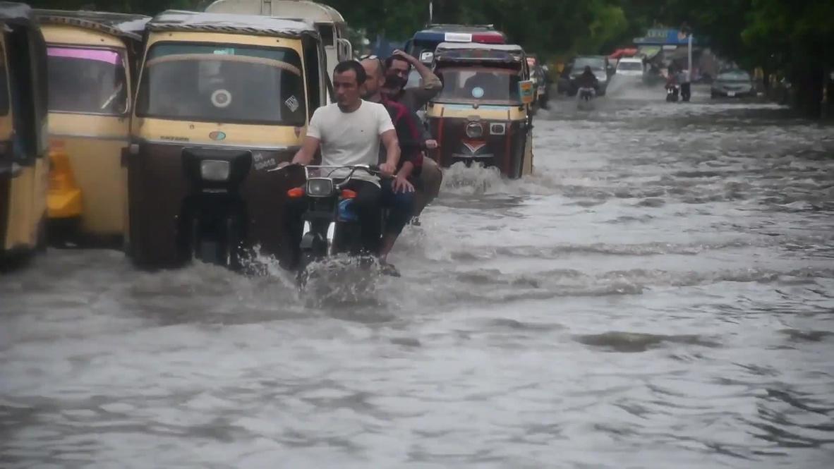 Pakistan: Karachi flooded as monsoon rains cause traffic chaos