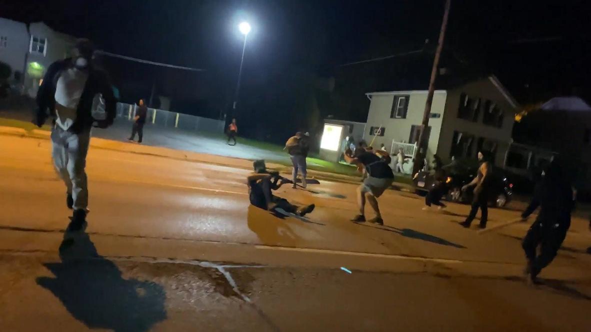 EE.UU.: Hombre armado abre fuego en Kenosha tras ser perseguido por la calle *FUERTES IMÁGENES*