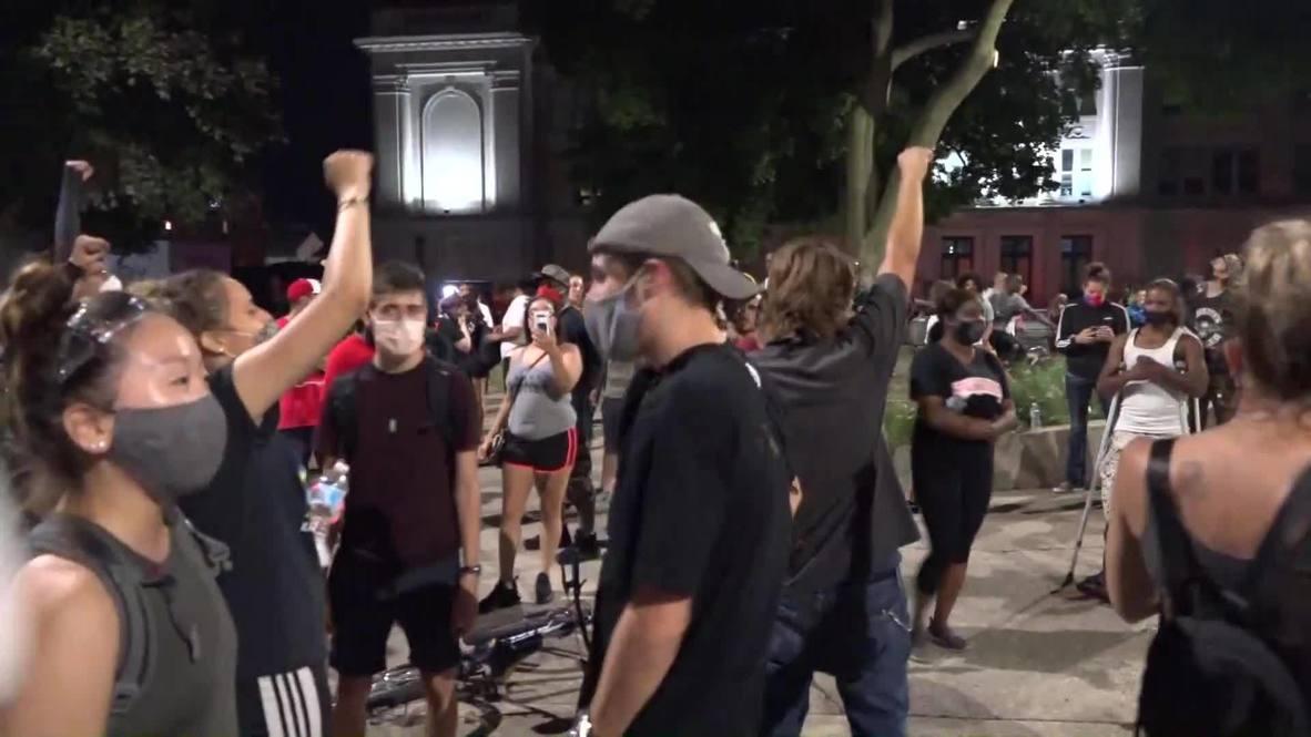 """EE.UU.: """"Sin justicia, no hay paz"""" - manifestantes marchan por Kenosha denunciando la brutalidad policial"""