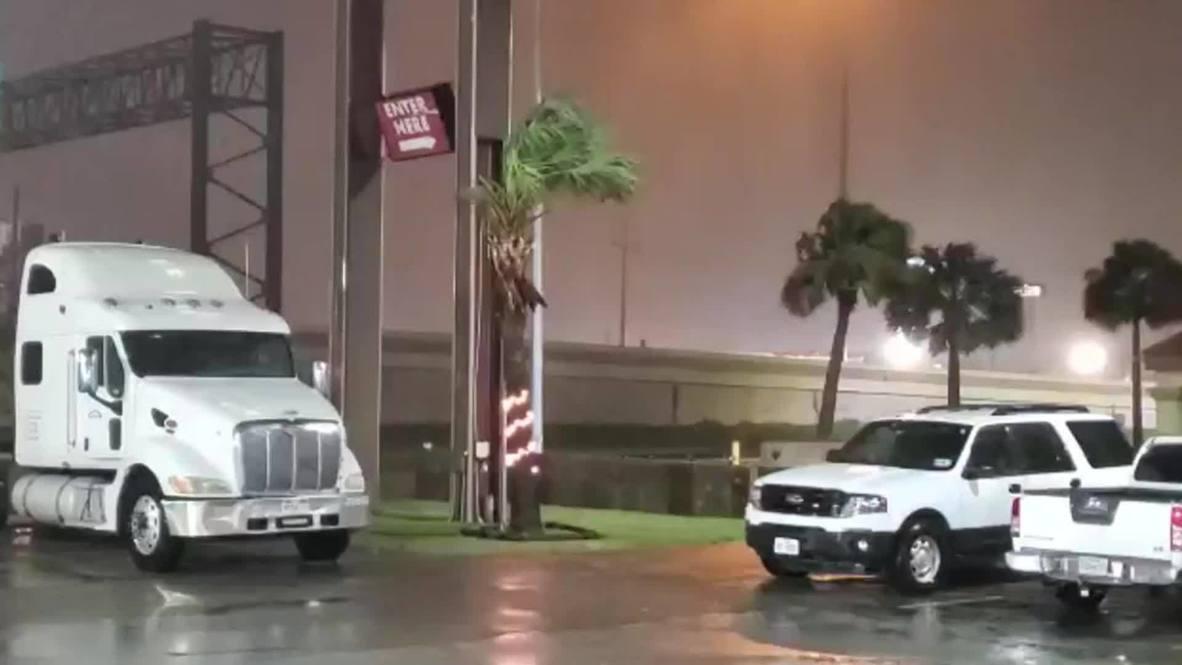 USA: Incessant wind and rain reaches Beaumont ahead of hurricane Laura's landfall