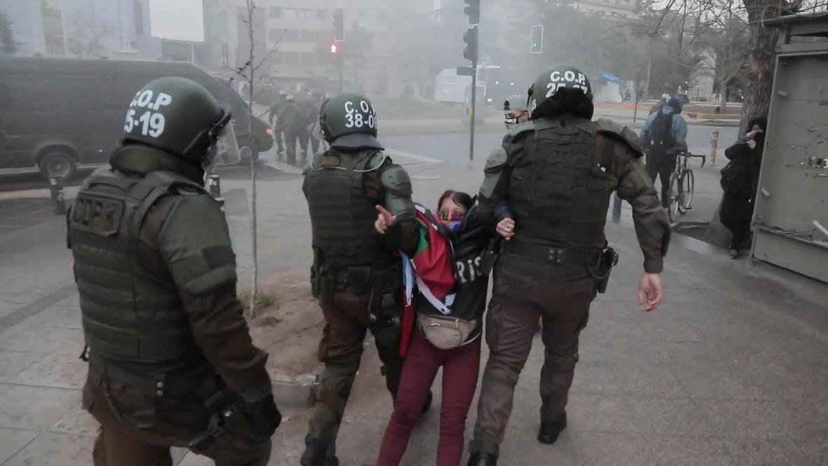 Chile: Policía practica varias detenciones en una protesta antigubernamental en Santiago