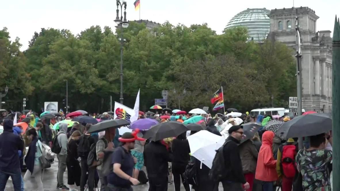ألمانيا: متظاهرون ينظمون تظاهرة جديدة احتجاجاً على إجراءات فيروس كورونا