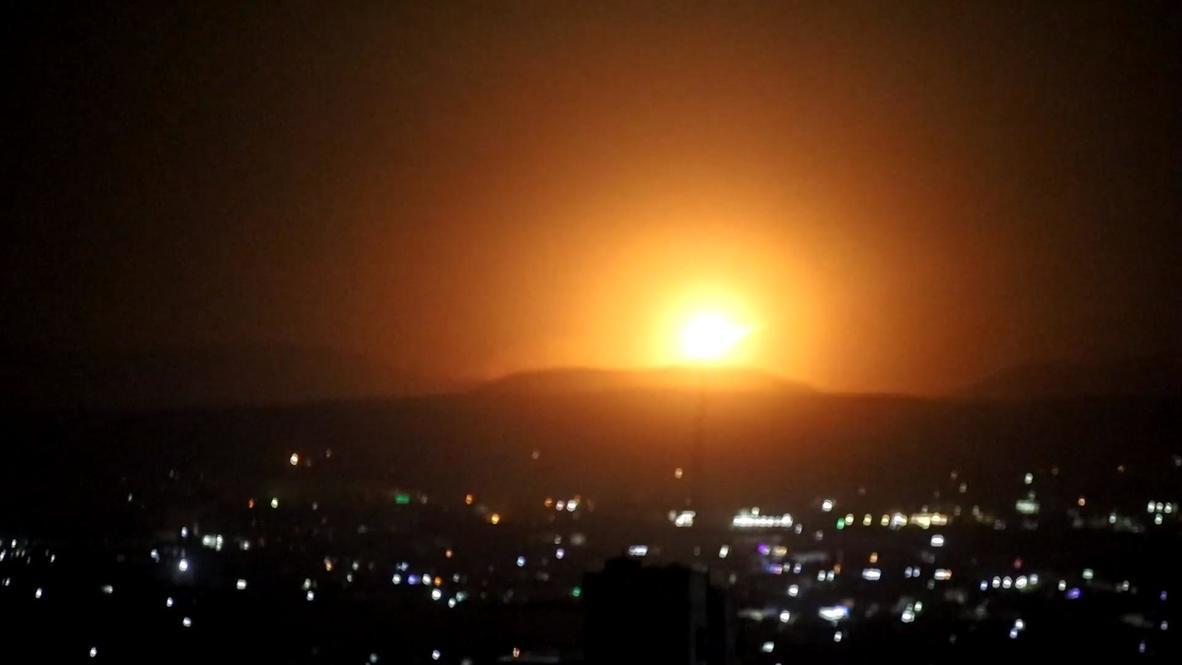 سوريا: انفجار بعد قصف صاروخي تم تصويره بالقرب من دمشق