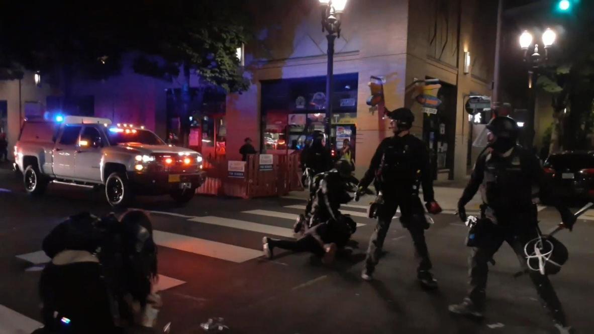 EE.UU.: Varias detenciones tras los enfrentamientos entre policía y manifestantes de 'BLM' en Portland