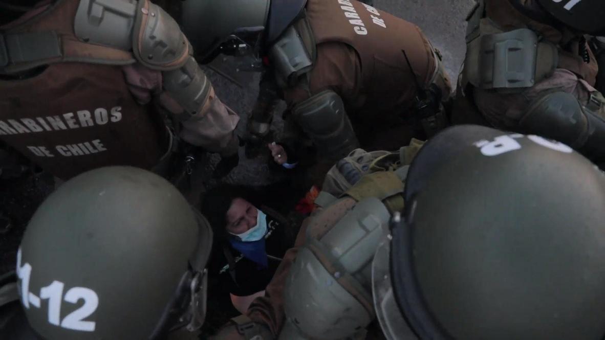 Chile: Policía usa cañón de agua para dispersar protesta antigubernamental en Santiago