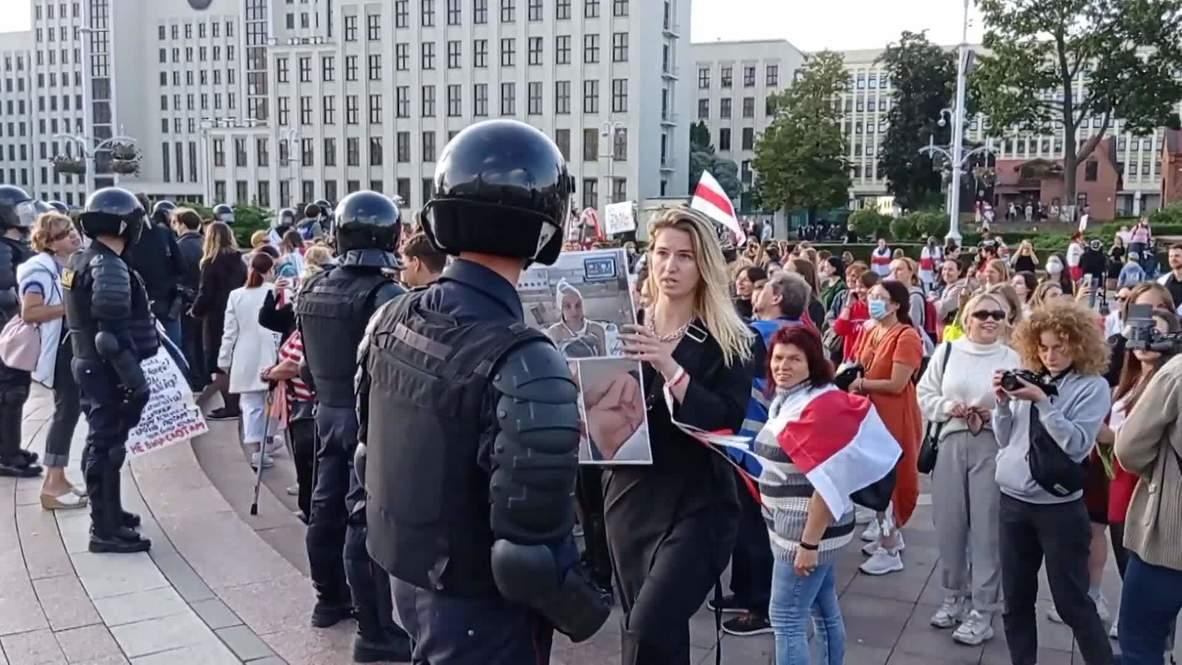 """Bielorrusia: Miles de mujeres protestan en Minsk durante """"marcha por la paz"""""""