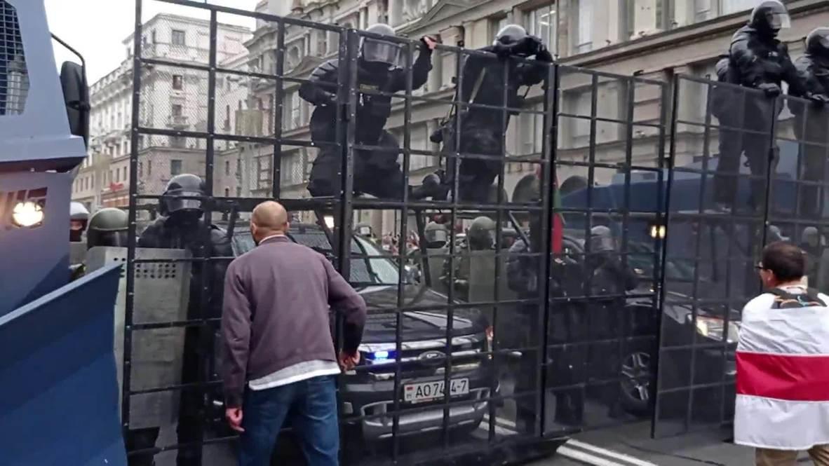 """Белоруссия: Десятки участников """"Марша единства"""" задержаны в Минске"""