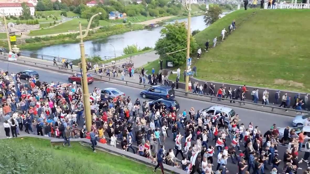"""Bielorrusia: Enfrentamientos mientras la policía antidisturbios reprime la """"Marcha de la Unidad"""" en Grodno"""