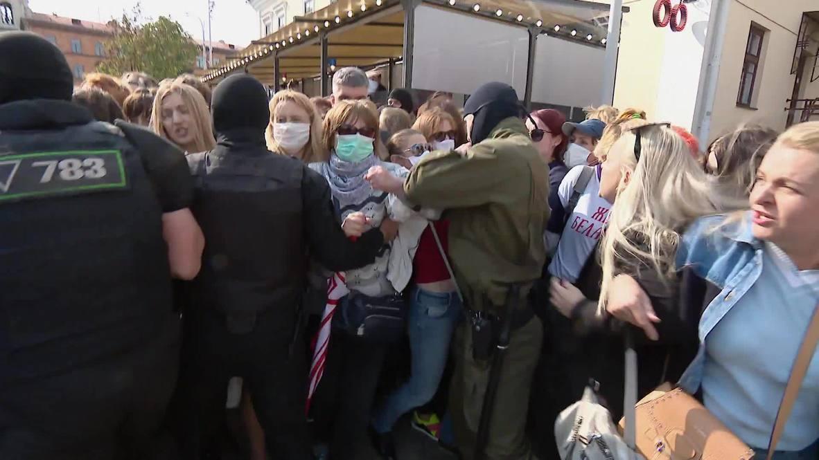 Bielorrusia: Se inician disturbios después de que manifestantes trataran de quitar la máscara a un agente de policía